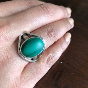 Jewelry - Silver ring with green center stone